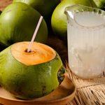 Atención: Esto es lo que le sucede a tu cuerpo cuando bebes agua de coco con el estómago vacío.