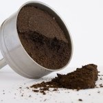 No vuelvas a tirar el café utilizado a la basura, mira las siete maneras en las que puedes reutilizarlo en casa