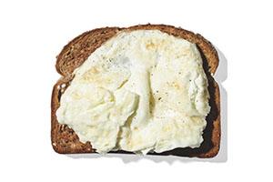 claras de huevo con pan integral