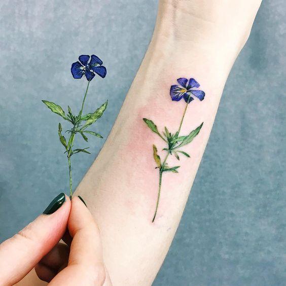 zarif çiçek dövme modelleri
