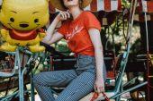 Kırmızı Tişört Kadın Kombin Önerileri
