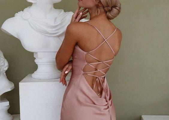 En Güzel Sırtı Açık Abiye Elbise Modelleri