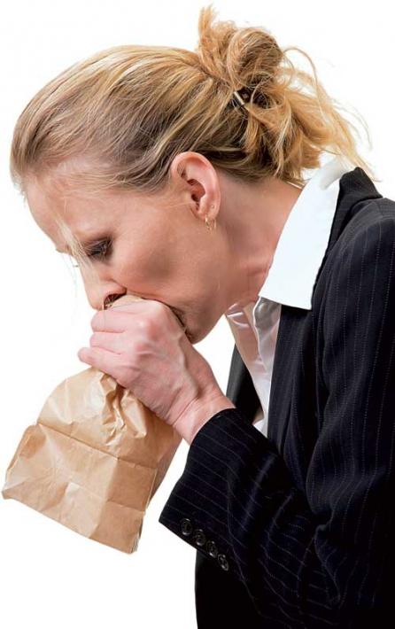 13 simptome ale unui atac de panica