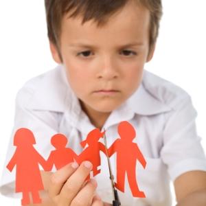 Cum schimba divortul relatia dintre un copil si parintii? Un nou studiu ofera raspunsul
