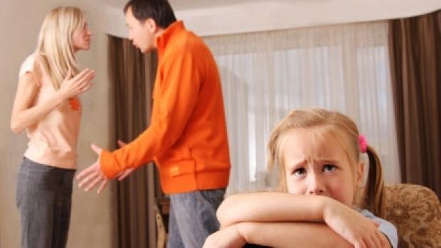 Cum afecteaza certurile parintilor creierul copiilor