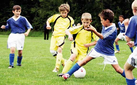 8 beneficii pentru copiii care joaca fotbal