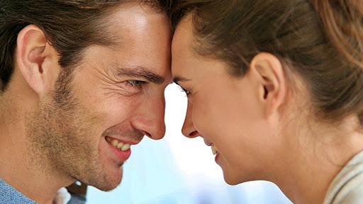 O femeie a fost intrebata daca sotul ei o face fericita. Raspunsul a fost … surprinzator