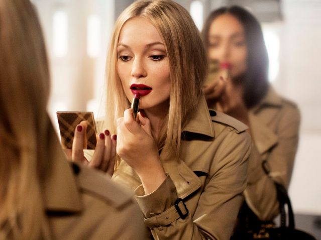 64.-Burberry-Festive-Campaign-Stills-PRIVATE-AND-CONFIDENTIAL-ON-EMBARGO-9PM-UK-TIME-3-NOVEMBER