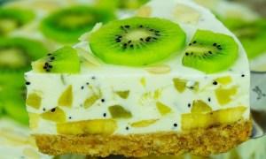 Prăjitură cu frişcă şi kiwi