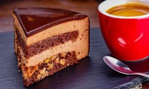 Prăjitură cu glazură de ciocolată