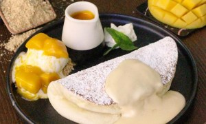Clătite cu mango şi nucă