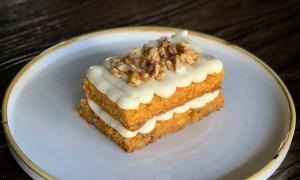 Prăjitură cu morcovi şi nuci