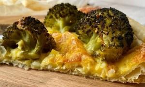Tartă cu brânză şi broccoli