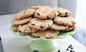 Biscuiţi cu fulgi de ciocolată