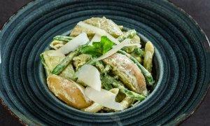 Salată cu penne, cartofi şi fasole verde