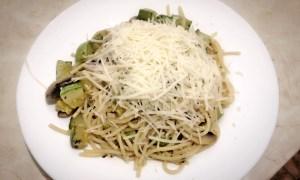 Spaghete cu ciuperci şi dovlecei