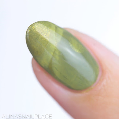 green nailart marble nails zoya
