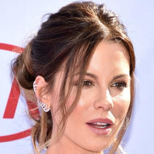 Kate Beckinsdale investiu no dourado nas palpebras super elegante e usável. Já quero pra ontem!