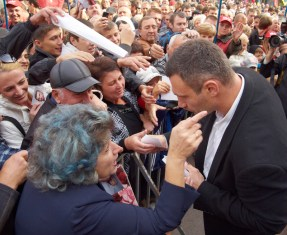 Vitaly Klitschko speaks to the woman
