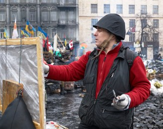 The artist paints the picture of Hrushevskogo St.