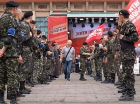 Ukrainian cossacks (self-defence unit of Krivoy Rog) made a corridor