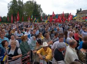 People waiting for Poroshenko
