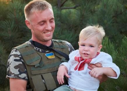 Ukraine, soldier, child, smile, holding,