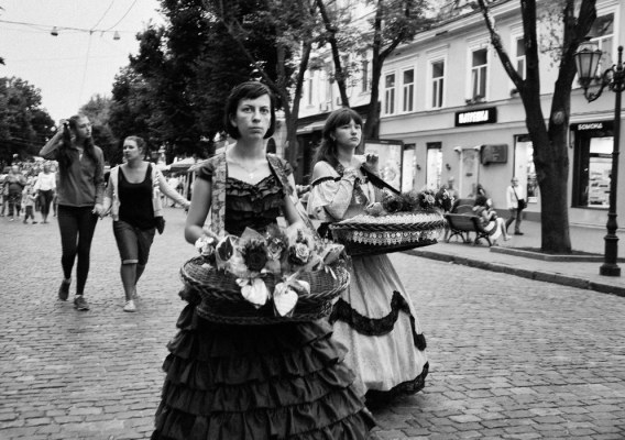 Women at Deribassovskaya street