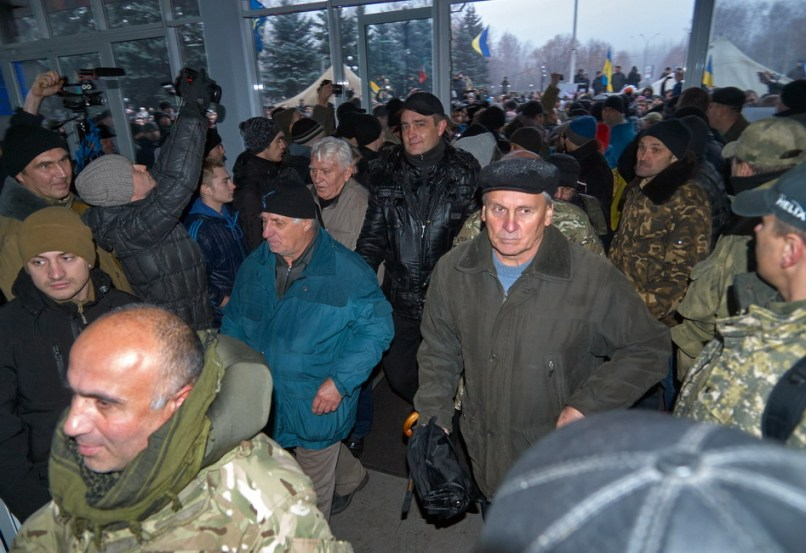 People enter the Kryvyi Rih City Hall building