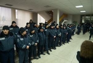 Police secure the steps to higher levels of Krzvzi Rih Citz Hall