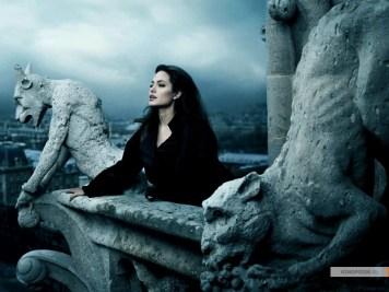 kinopoisk.ru-Angelina-Jolie-590218_1024