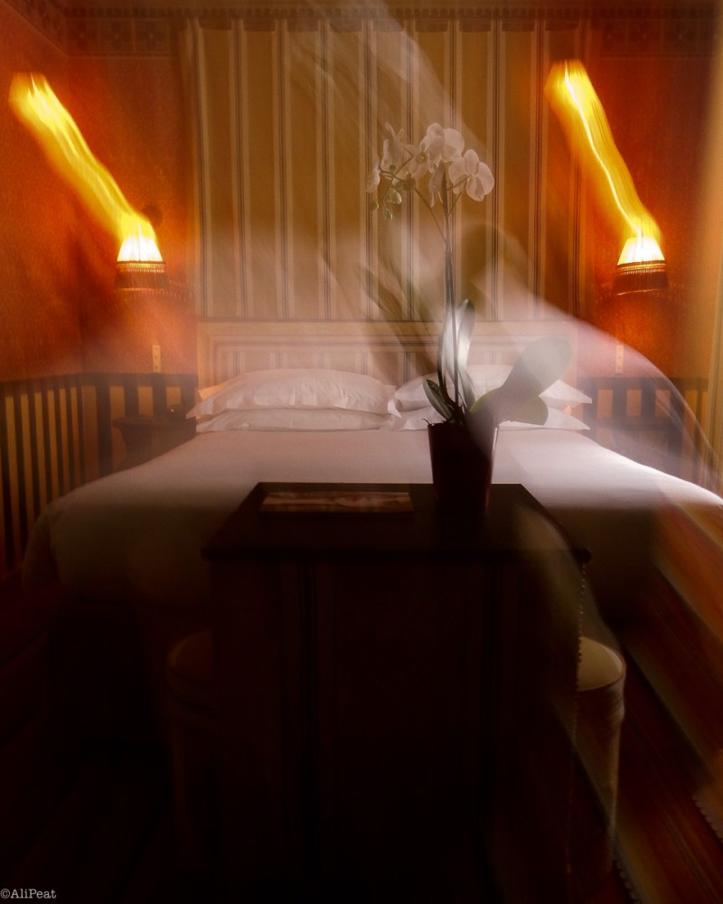 paris-hotel-room-blur