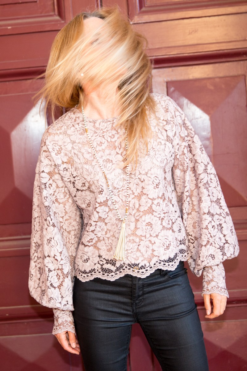 Party-outfit-ZARA-pink-lace-top-Ali-peat