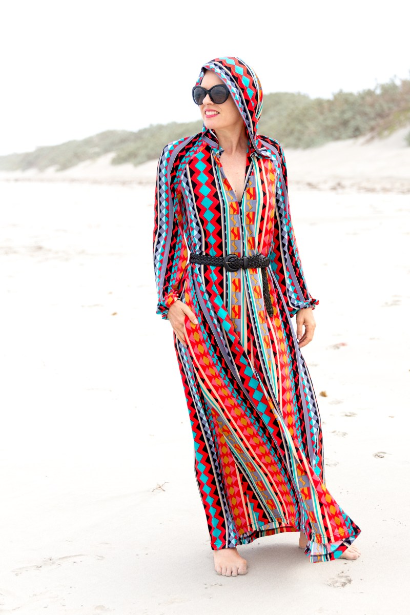 1970s-vintage-inspired-hooded-beach-caftan-alipeat