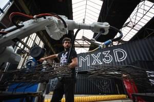 3D-printed-steel-bridge-by-Hejimans-and-MX3D-14