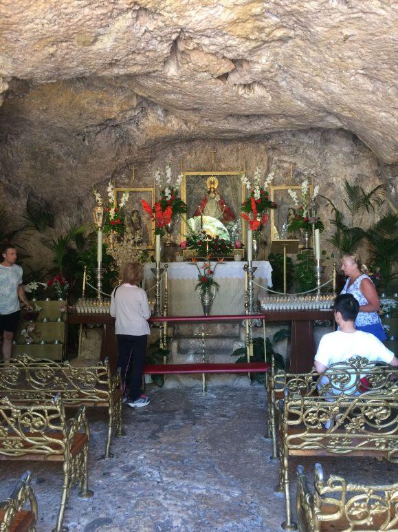 Ermita de la Virgen de la Pena interior 1