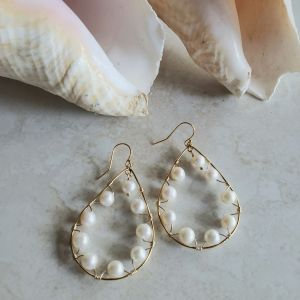 pearl and gold teardrop earrings