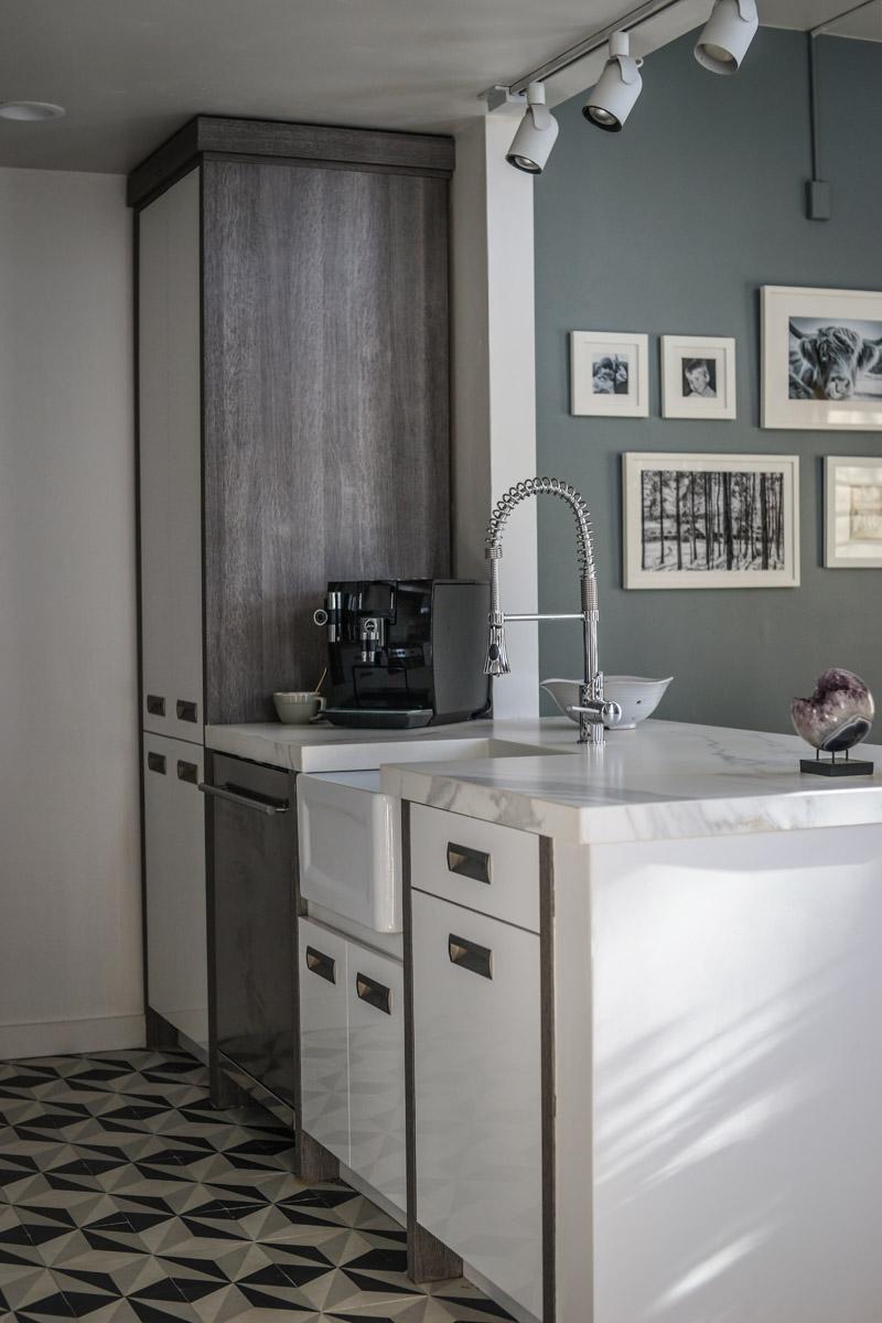 Bellmont Cabinets DXV Sonoma Faucet DXV Hillside Sink Farmhouse Pottery Oceanside Glasstile Neolith Countertop Jura Espresso Machine