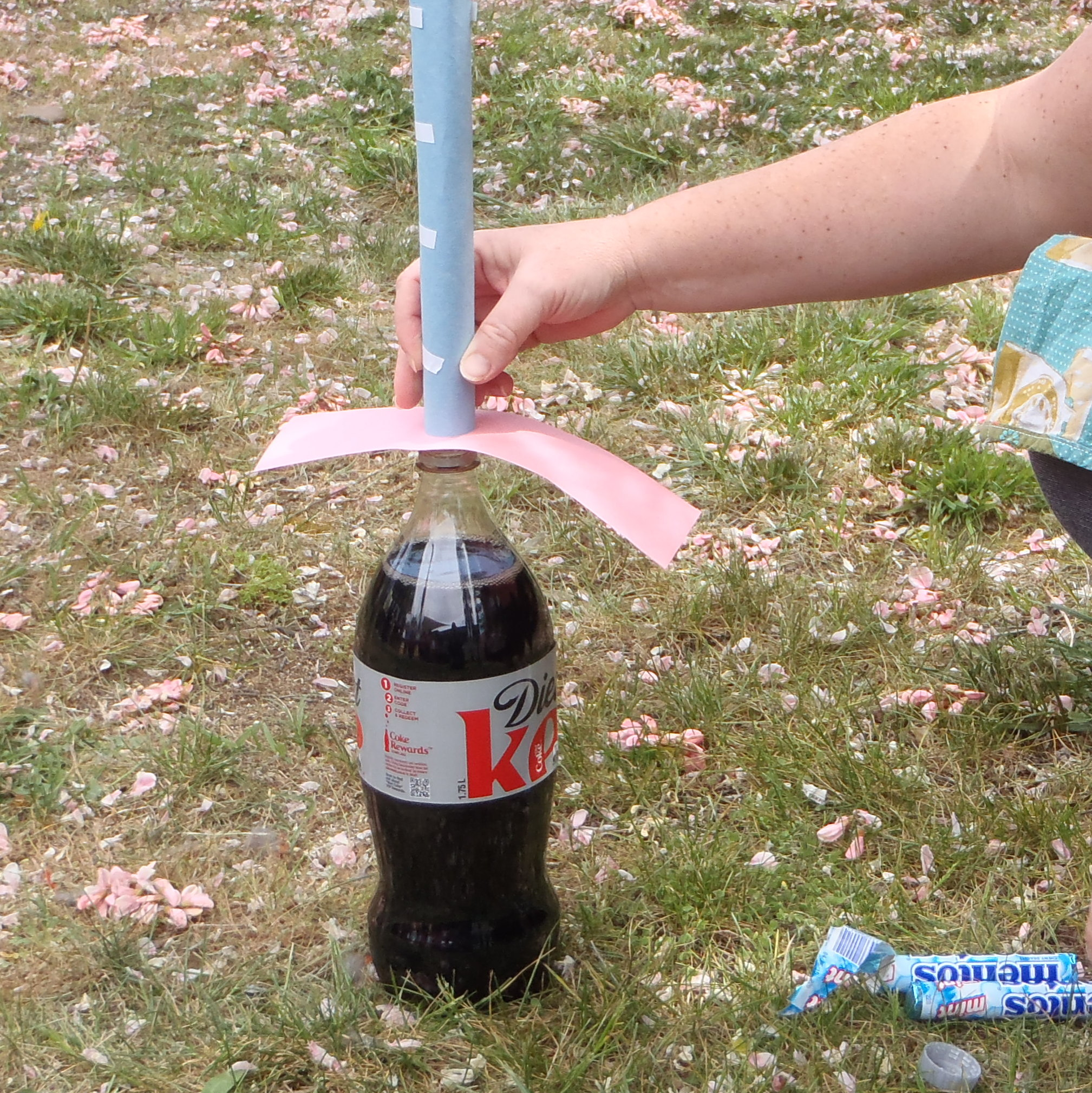 an experiment mentos geyser 2015-08-27  diet coke and mentos formula  and mentos geyser or mentos eruption)  be amazing toys-geyser tubes-perform the classic diet coke & mentos experiment.