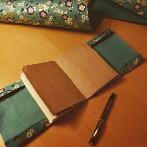 DIY Friday – Unique notebooks for bookworms and stationery-lovers. Creating a Completely wrapped notebook 2