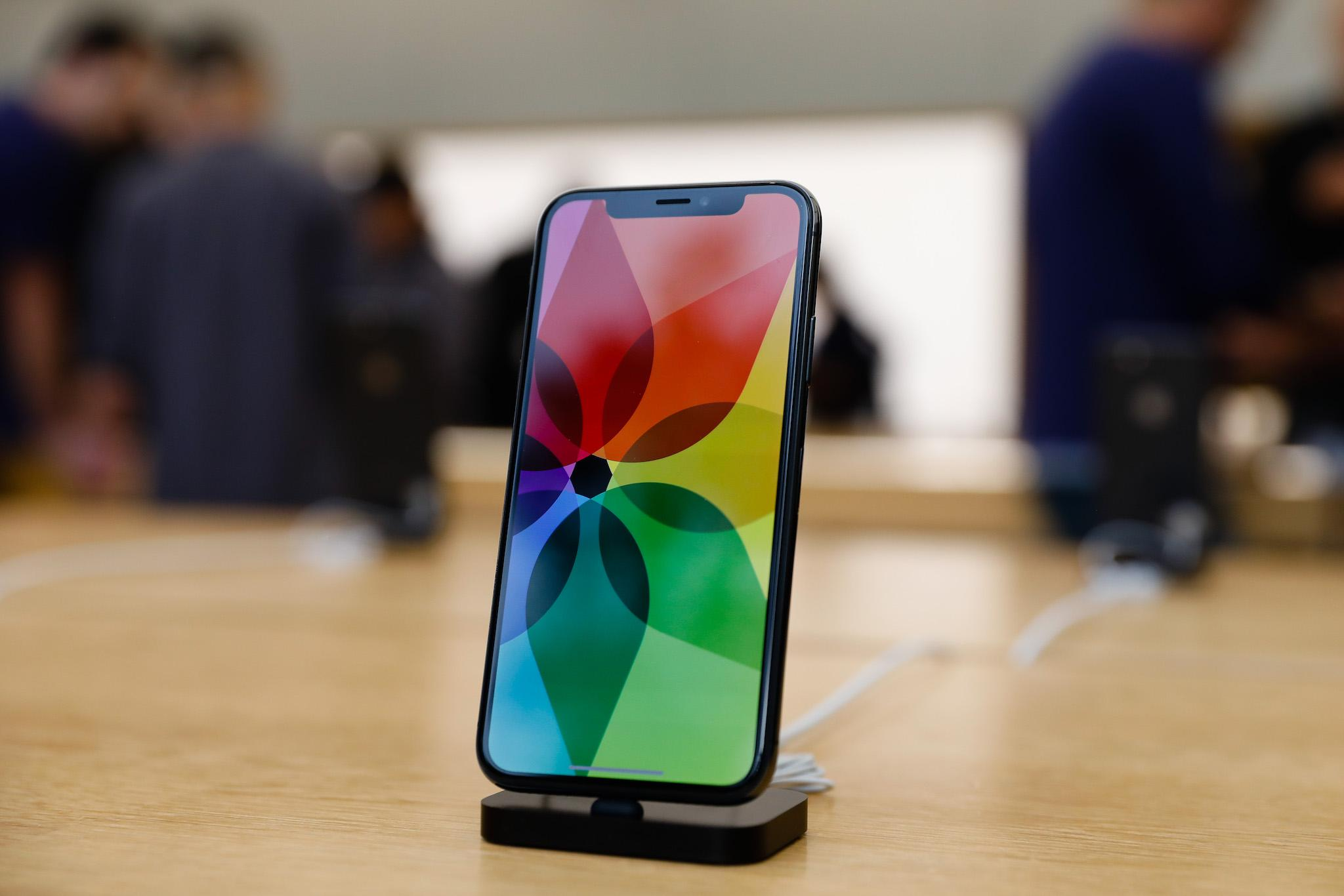 Apple Iphone X на док-станции