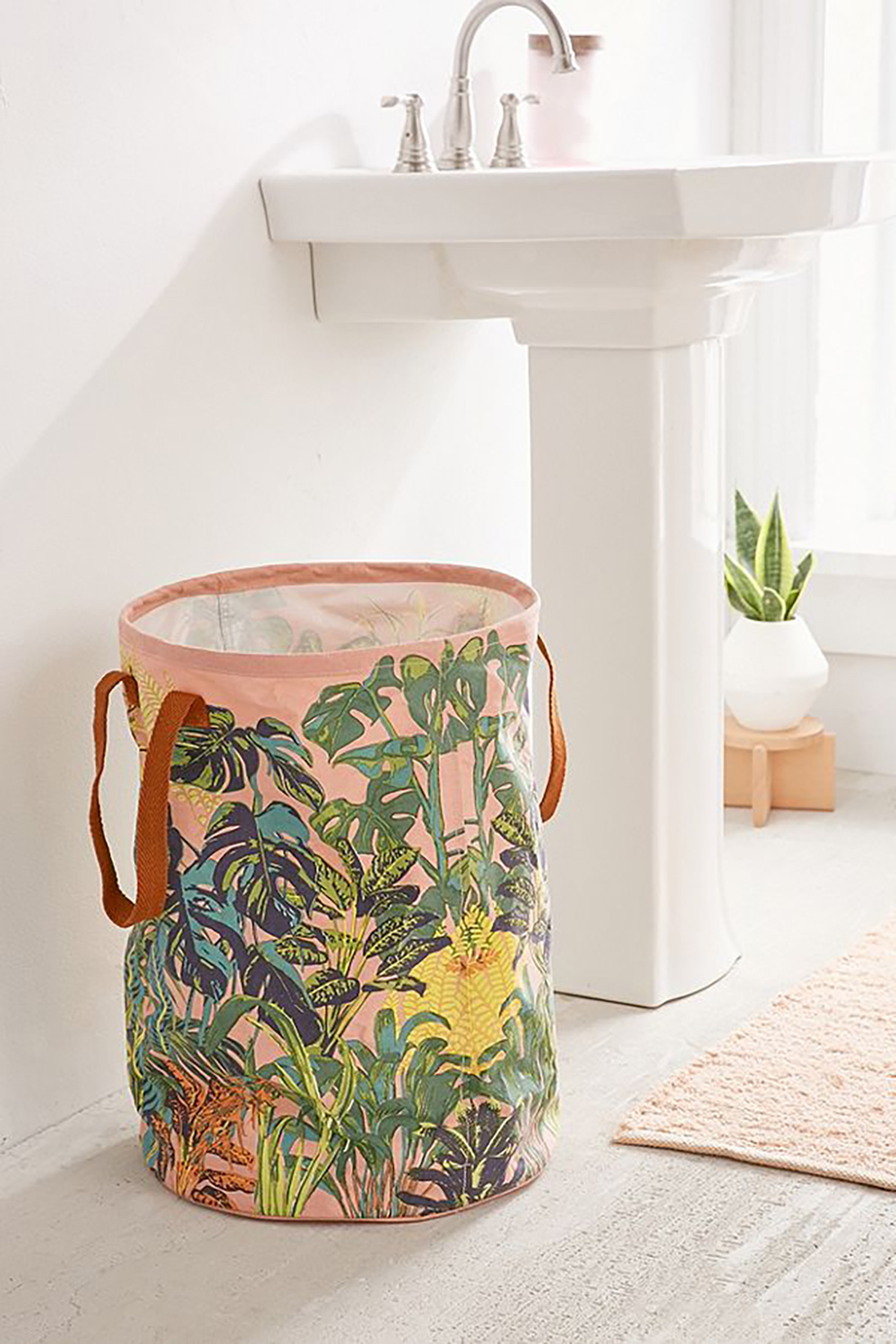 Botanical jungle laundry bag from urban outfitters - Bathroom with banana leaves- Transform your home into a tropical paradise | Aliz's Wonderland