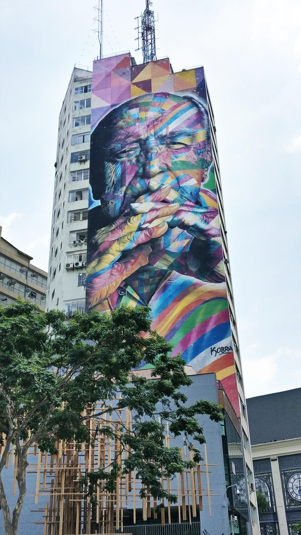 Street art: Oscar Niemeyer mural by Eduardo Kobra on Avenida Paulista, São Paulo - 10 things to do and see in São Paulo | Aliz's Wonderland