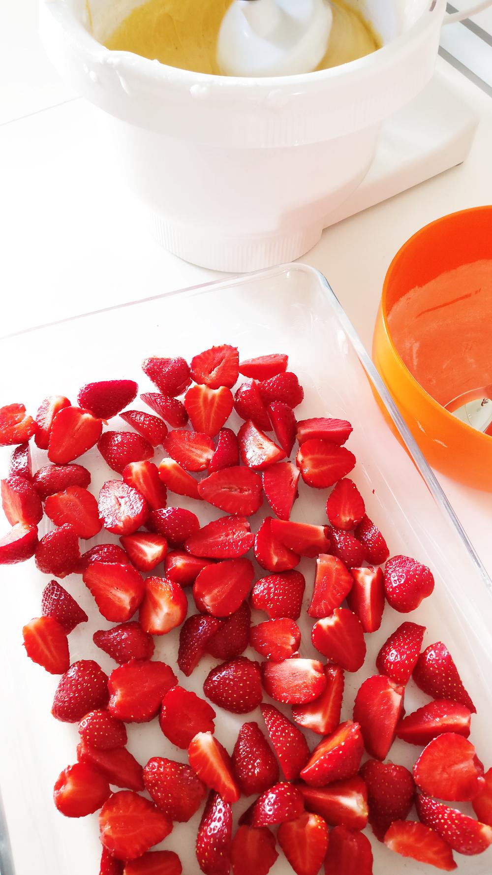 Delicious milky vanilla bars with strawberry | Aliz's Wonderland