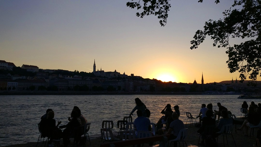 Sunset from Pontoon - 40 reasons to fall in love with Budapest | Aliz's Wonderland
