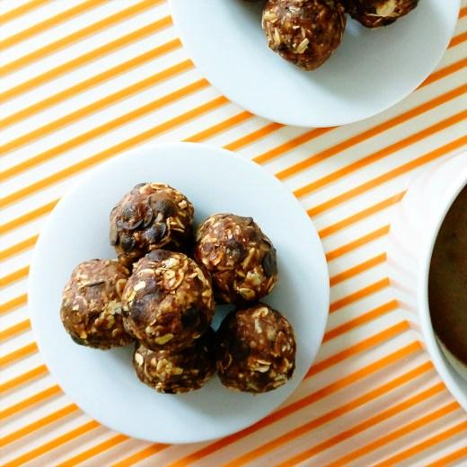 Peanut butter chocolate energy bites with oats | Aliz's Wonderland #energybite #snack #peanutbutter