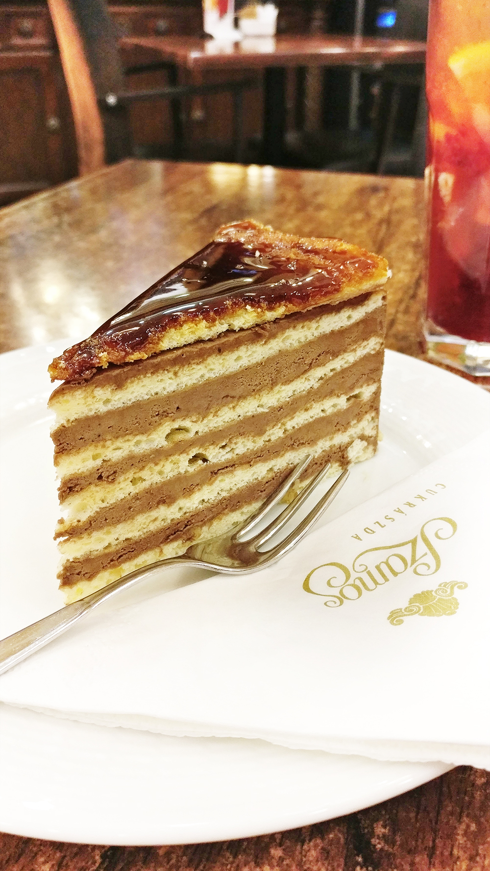 Dobos cake, the must-try Hungarian dessert - Budapest food guide to traditional Hungarian dishes, from a local | Aliz's Wonderland #budapest #hungarianfood