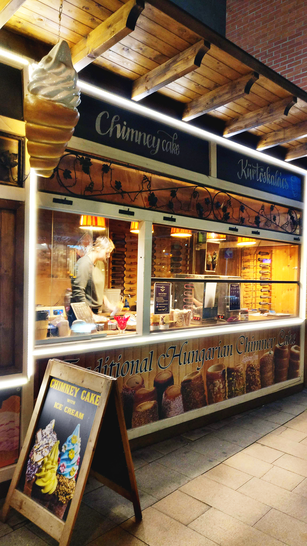 The Chimney Cake Shop at Király street - A local's guide to the best chimney cakes in Budapest, Hungary | Aliz's Wonderland #travel #Budapest #foodguide #chimneycake # Hungary