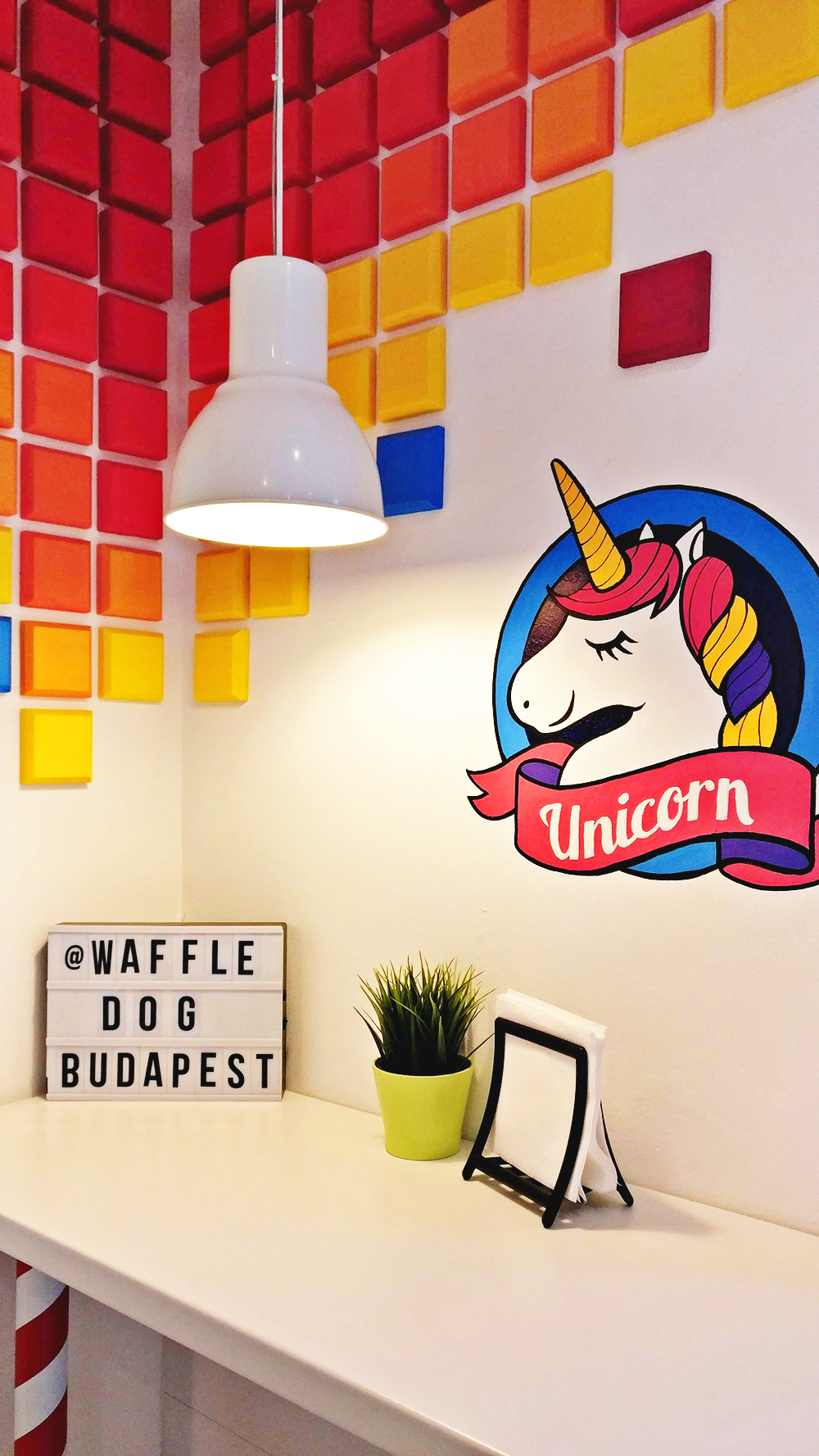 Unicorn decoration in Waffle dog - Unicorn and rainbow food guide to Budapest, Hungary | Aliz's Wonderland #unicorn #unicornfood #budapest #rainbowfood #budapestfood