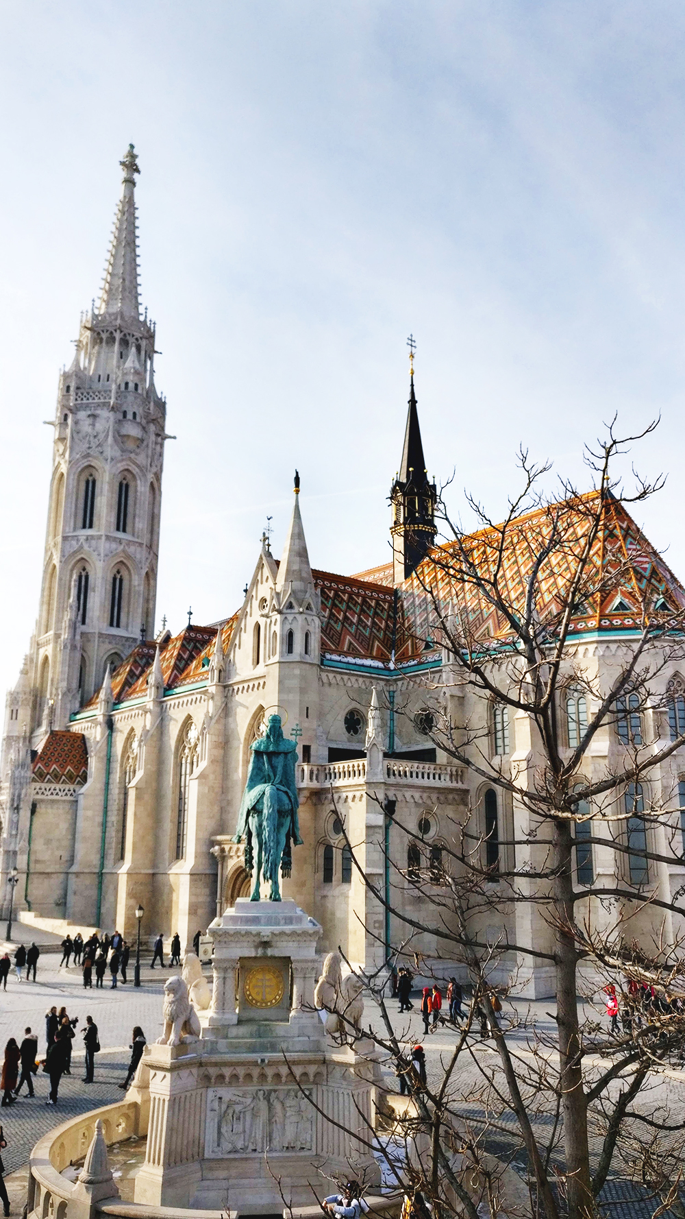 Wander around Castle District, Matthias Church - Budapest bucket list - Top things to do in Budapest | Aliz's Wonderland #travel #Budapest #bucketlist #Budapestbucketlist #printable